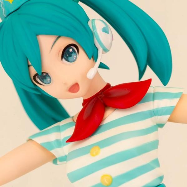 Figura Hatsune Miku Project Tricolor Uniforme Aeropuerto Ver. - Vocaloid