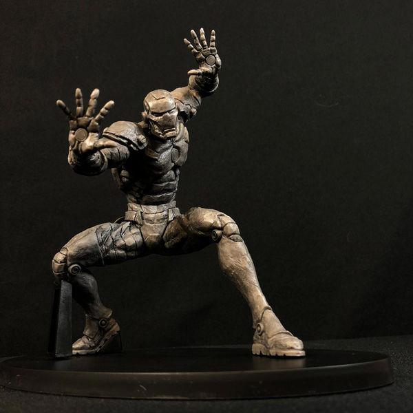 Figura Iron Man Choujin Giga Monochrome Ver. Marvel Comics